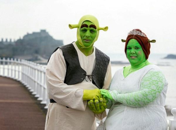 Couples-marry-as-Shrek-and-Princess-Fiona