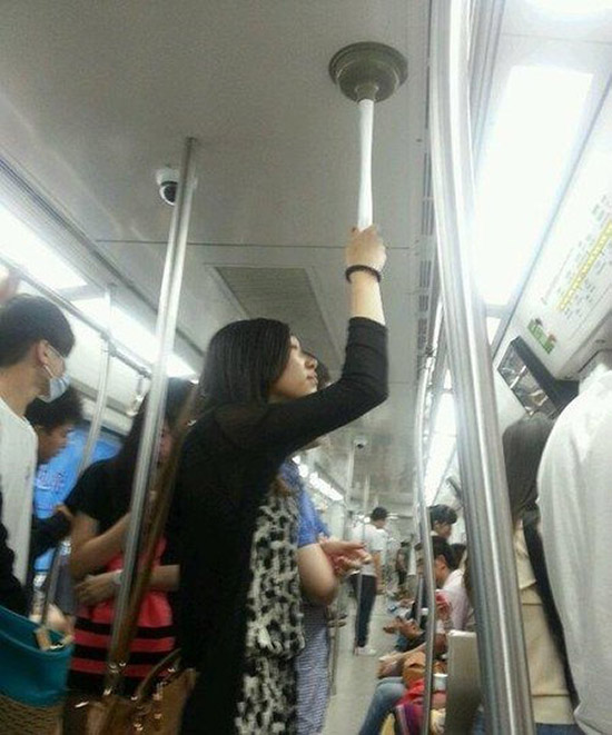Bring-a-Toilet-Plunger-with-You-on-the-Subway
