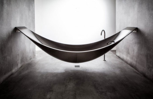 Floating-hammock-bath-tub-3
