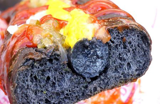 Black-Terra-A-Long-Black-Hot-Dog-from-Japan-2