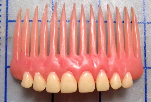 Denture-Bracelet-and-Hair-Comb