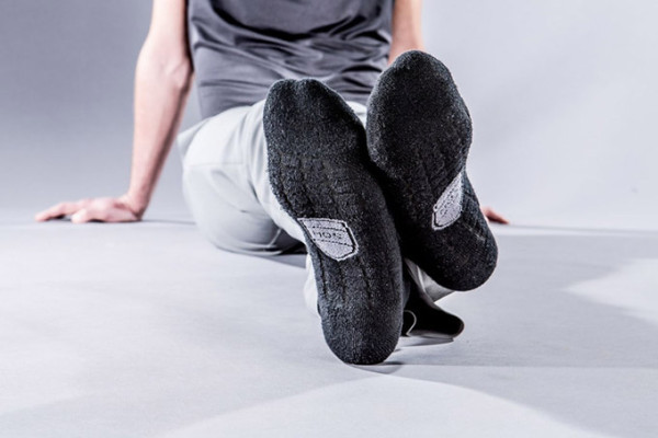Socks-Made-with-Carbonized-Coffee-that-keep-your-feet