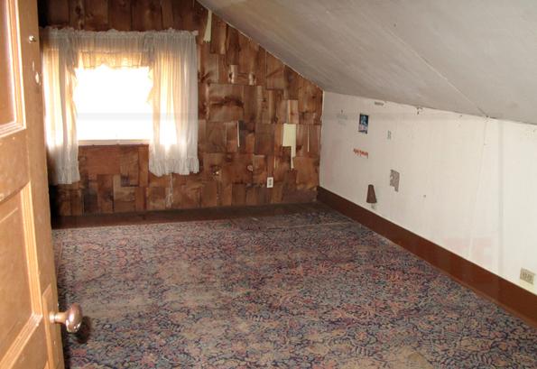 Kurt-Cobains-Childhood-Home-for-Sale-2