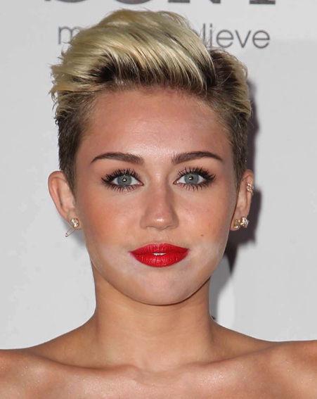 miley_cyrus_tongue_vs_makeup