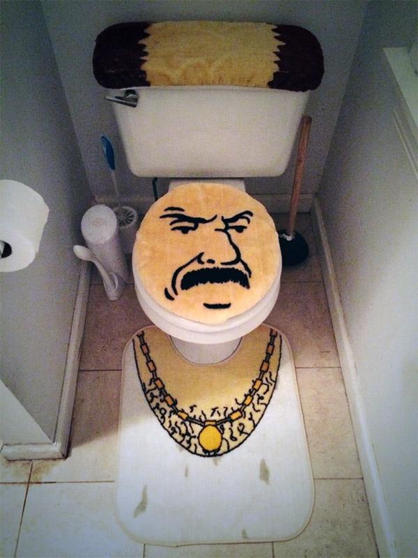 athf-carl-toilet