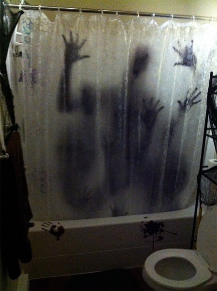bathroom-halloween