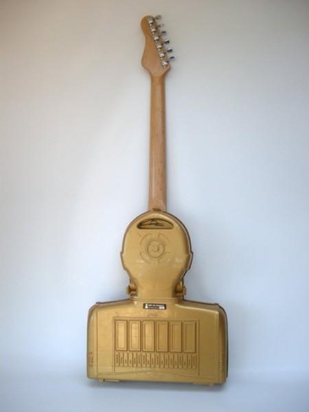 3po-guitar2-620x826