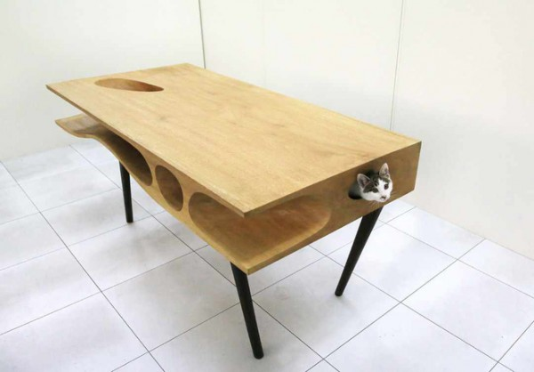 CATable-A-Work-Desk-for-Cat-Owners
