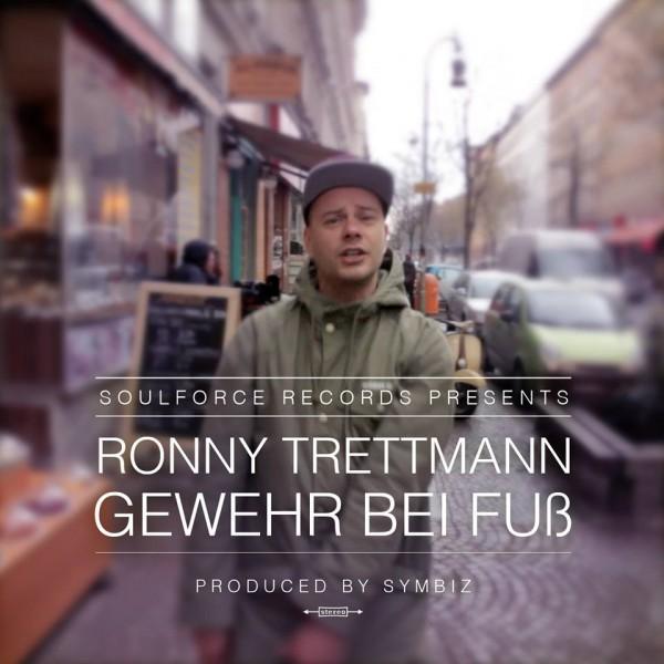ronny-trettmann_gewehr-bei-fuss_cov