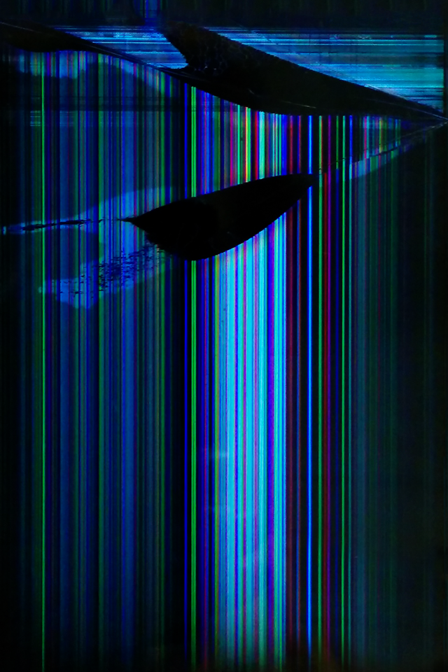 Glitched-960-x-640-iphone4