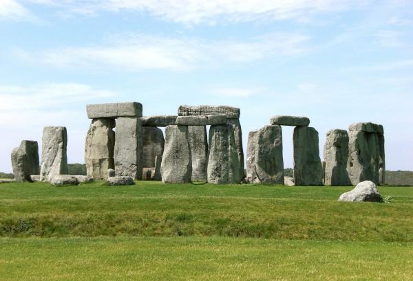 Stonehenge,_Salisbury_retouched