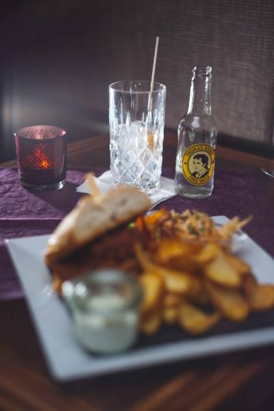 Leckerster Gin Tonic zum Burger im Zwanzig12 - Rostock