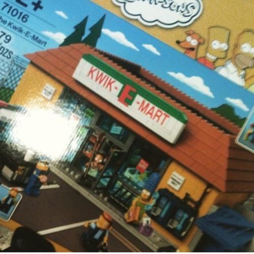 The_Simpsons_LEGO_Kwikemart