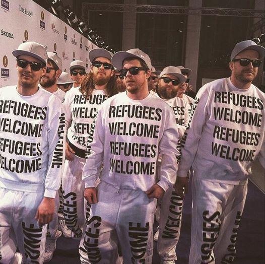 deichkind_echo2015_refugees_welcome