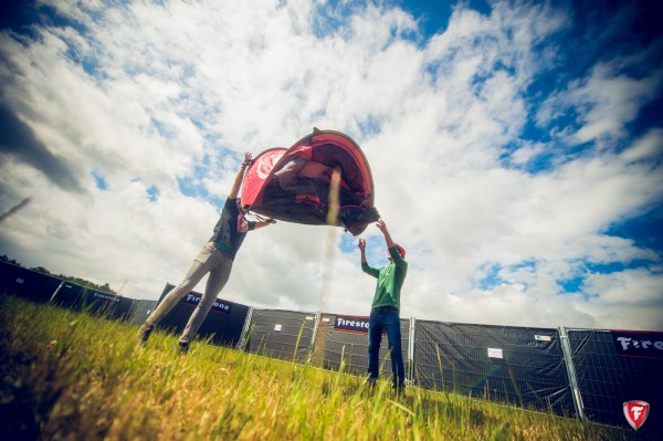 So muss ein Zelt heutzutage aufgebaut werden!