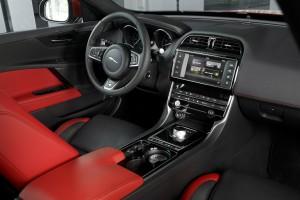 Jaguar_XE_IRR_V6S_122