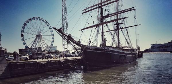 Der Hafen mit Piraten und Riesenrad. (geschossen mit dem Huawei P8)