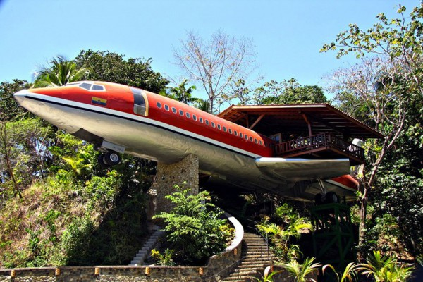 Boeing-727-transformed-Into-a-Luxury-Hotel-Suite-featured