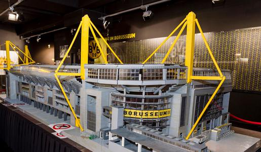 BVB-Stadion-aus-Lego_charity_515_300