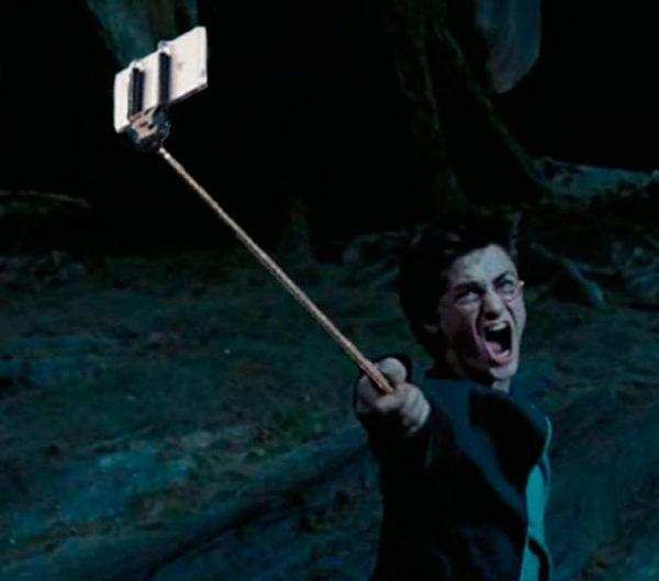 guns replaced with selfie sticks