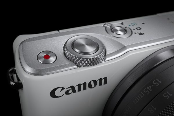 EOS M10_WH Front Dial BEAUTY