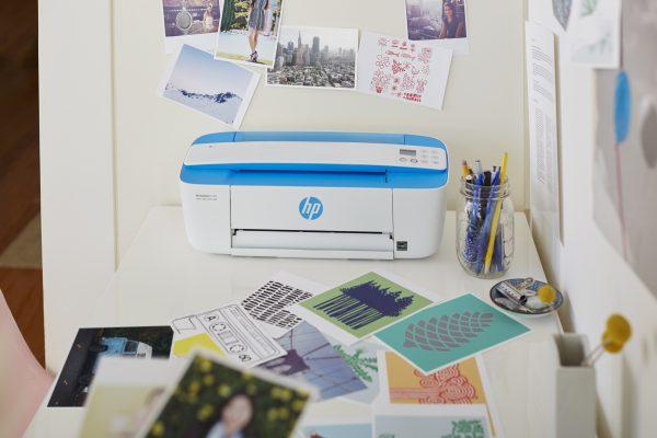 HP DeskJet 3720_Electric_Blue_Lifestyle_2