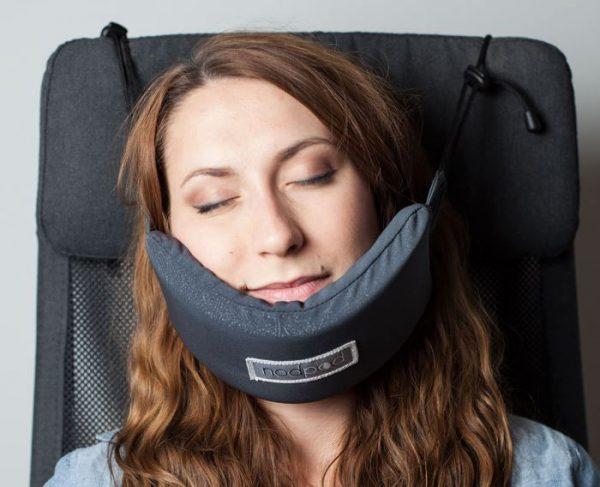 head-hammock-nodpod-sleep-travel-pillow-aeroplane-6