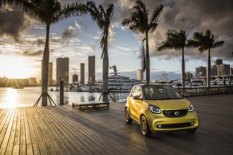 smart fortwo electric drive Miami 2016, prime, yellow-to-black, titania grey matte; Stromverbrauch kombiniert:; 13; 1 - 12; 9; kWh/100 km; CO2-Emissionen kombiniert:; smart fortwo electric drive Miami 2016, prime, yellow-to-black, titania grey matte; 0 g/km; Electrical energy consumption combined: 13.1 - 12.9 kWh/100km; CO2 emissions combined: 0 g/km